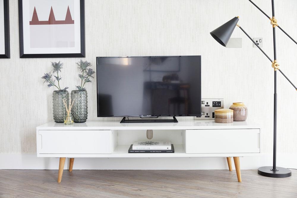 BoxNine7_Aldgate_Place_005_Living_Room_Entrance_Area_Sitting_Room.jpg