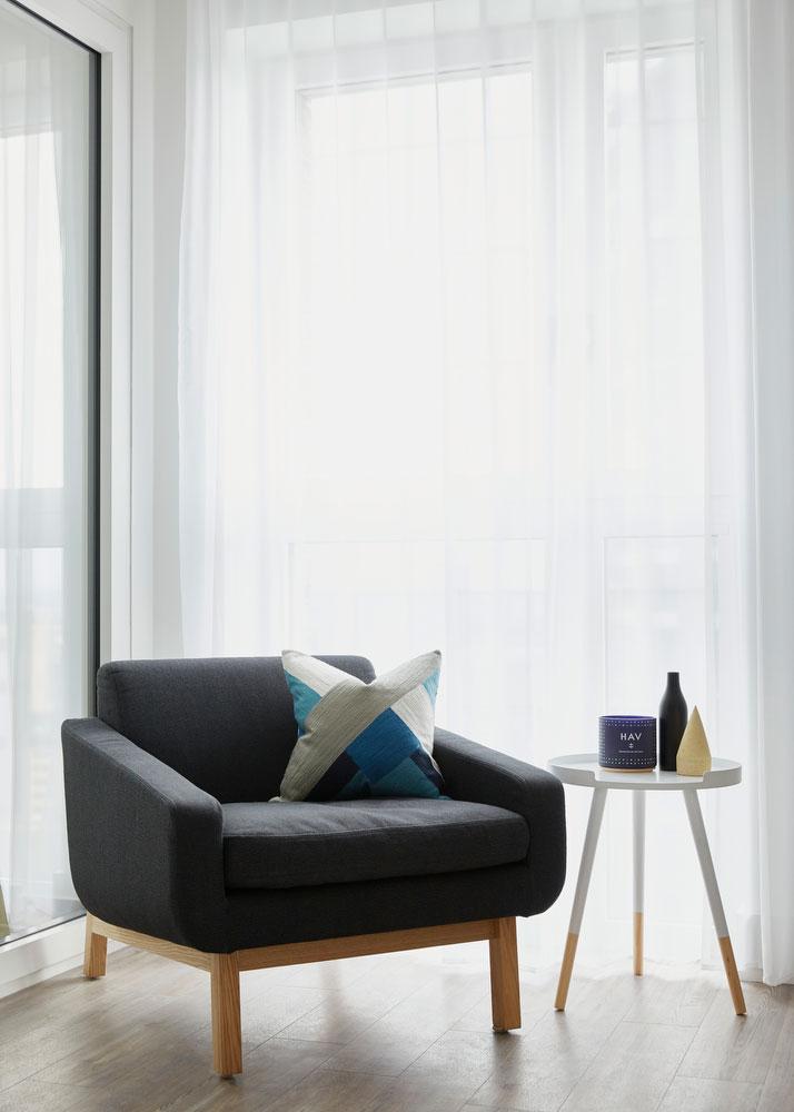 BoxNine7_Aldgate_Place_009_Living_Room_Entrance_Area_Sitting_Room.jpg