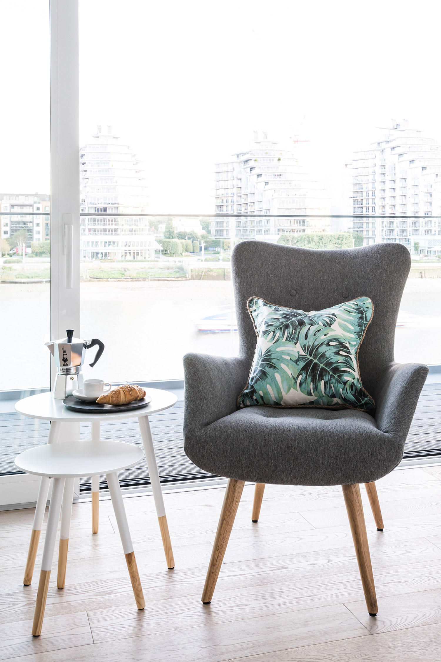 BoxNine7_Fulham_Riverside_S_007_Living_Room_Entrance_Area_Sitting_Room.jpg