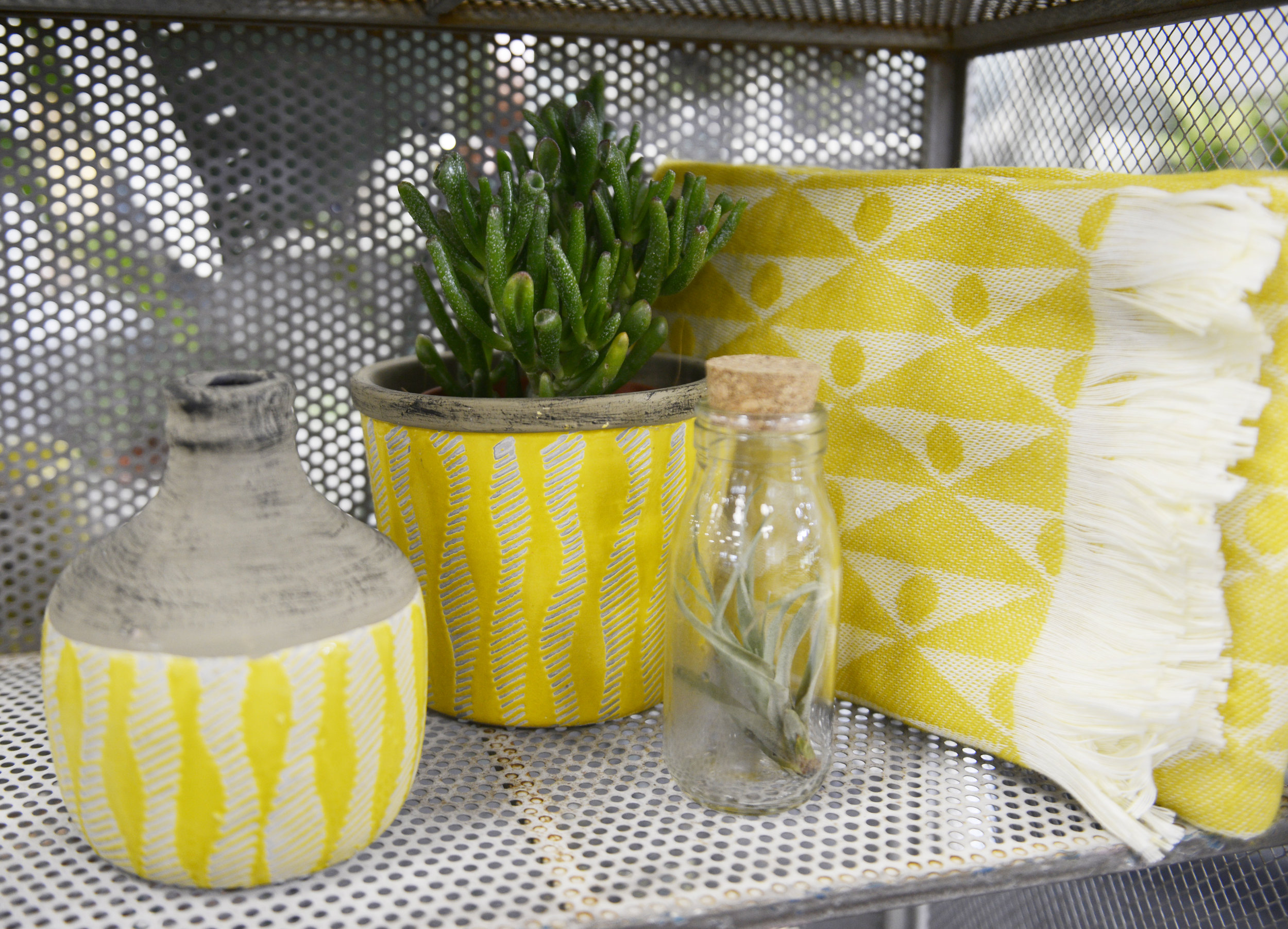 And they call it mellow yellow. - The weather has let us down a bit this week but when we have such stylish yellow homeware who needs sunshine!