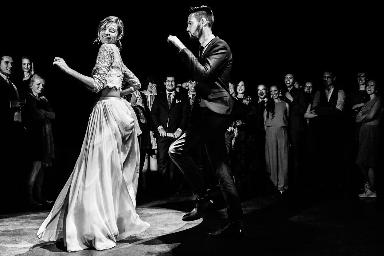 creatief & ambiance - Ines & Stijn waren heer en meester in het origineel uit de hoek komen op hun huwelijk. De ringprovisatie, de tattoos voor alle gasten en de energieke openingsdans zorgden voor tonnen plezier. Een koppel dat volgens ons een 'match made in heaven' is!