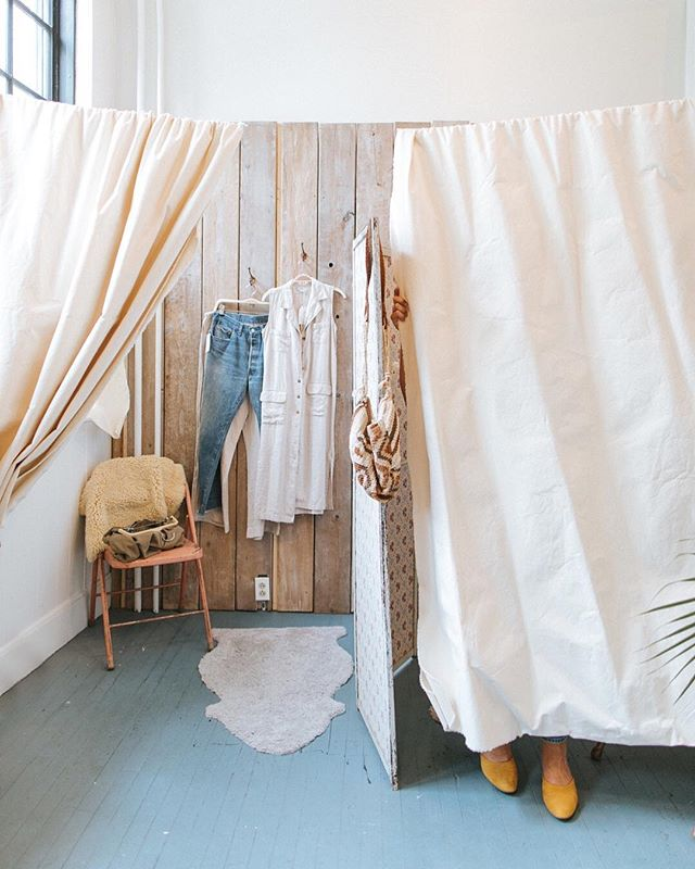 this chilly weather and transition to fall fashion has got us like 😍! which dressing rooms have you been hiding out in lately?