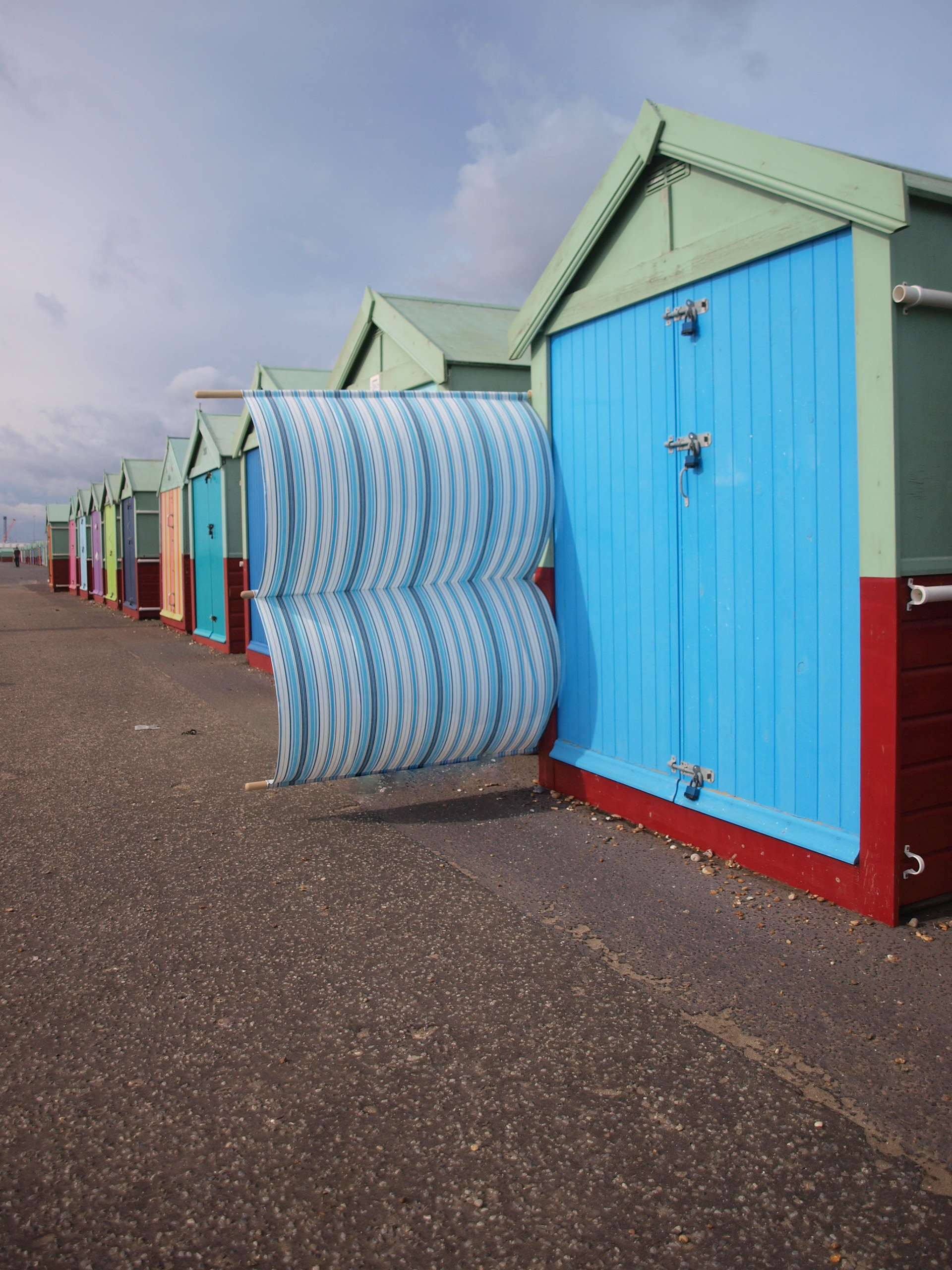 BEACH HUT WINDBREAKS