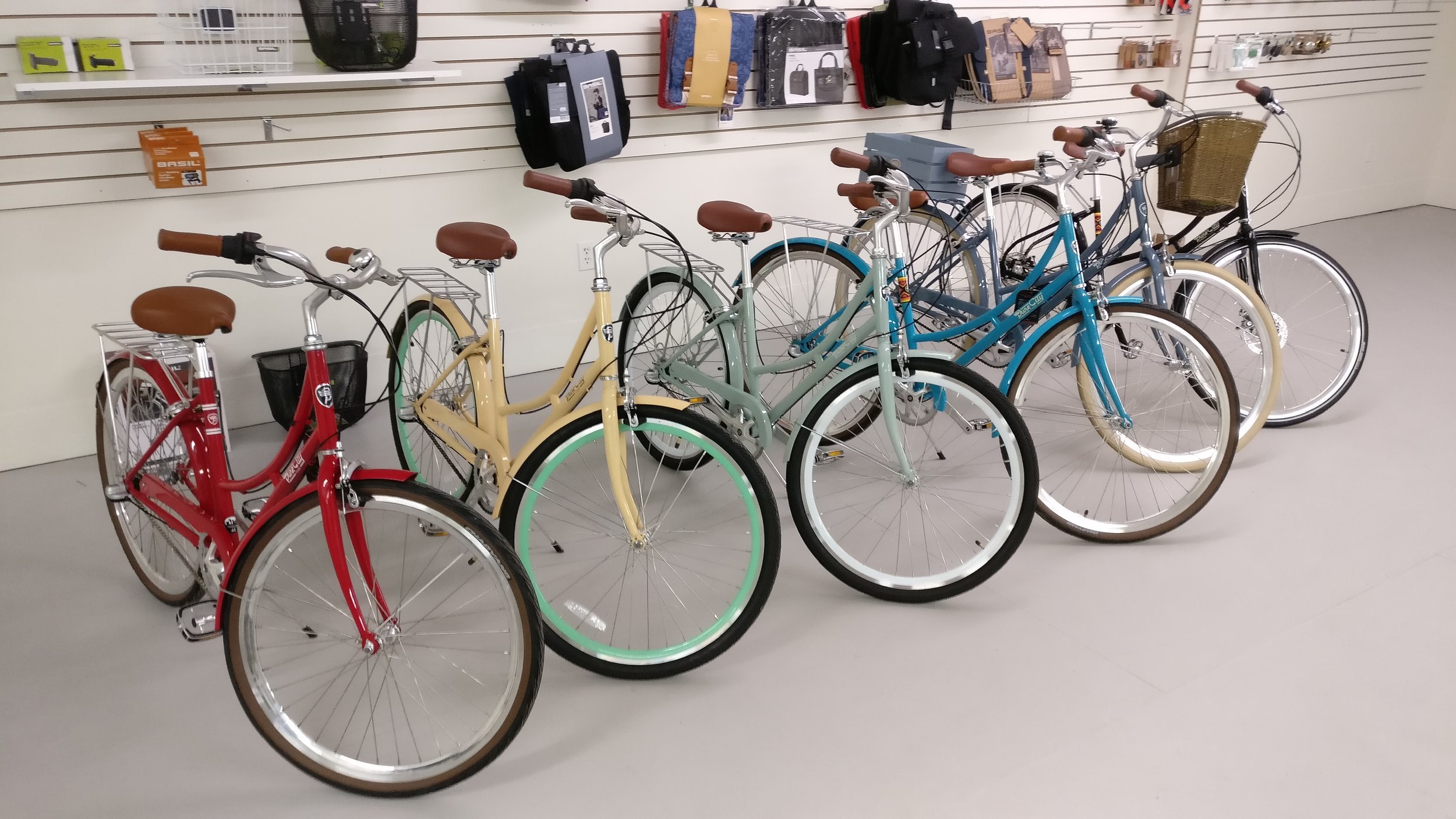 The Pure City Cycles lineup looks amazing, and rides like you're floating on a cloud. Comfortable upright posture, three speed gear hub (perfect for the city), fenders, a rear rack, a bell, and includes a one year service package. This may be the perfect bike for #LdnOnt.