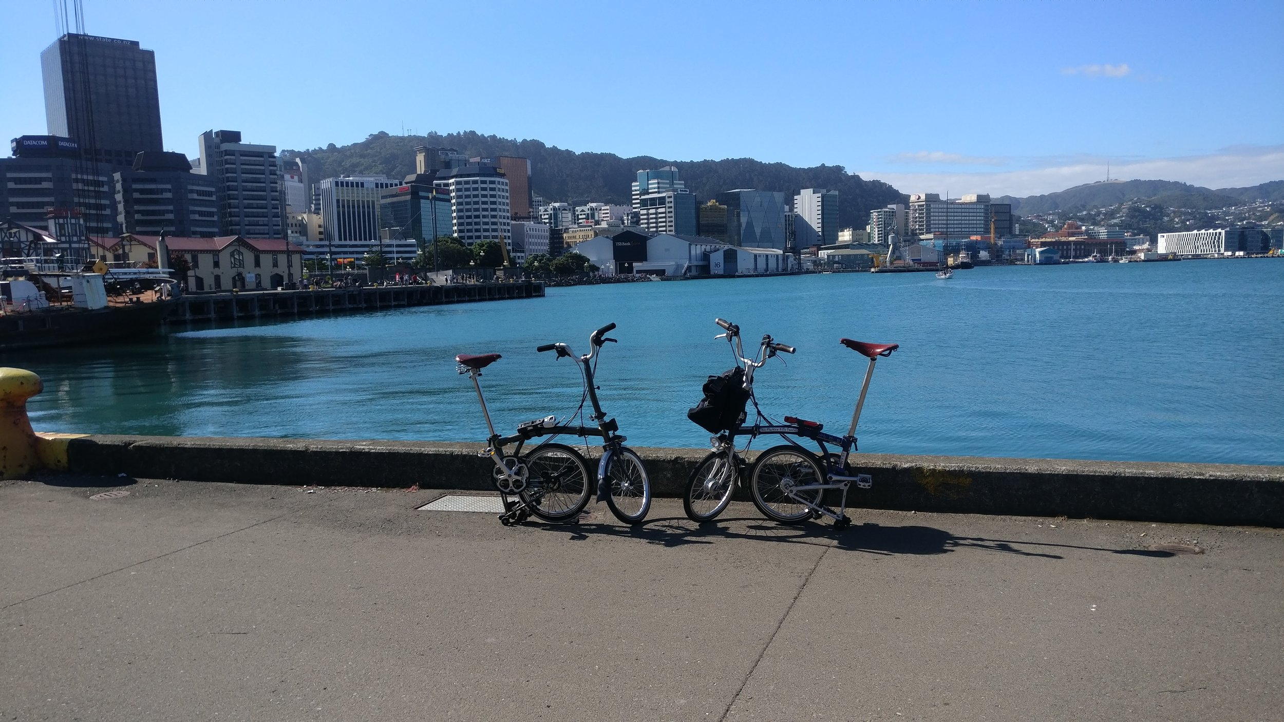 Happy New Year from Windy Wellington, New Zealand! We had a fantastic ride today, and with apologies to everyone Frostbiking, sunshine and 22C was A-OK. We'll be blogging about our travels with  Brompton Bicycles  soon!