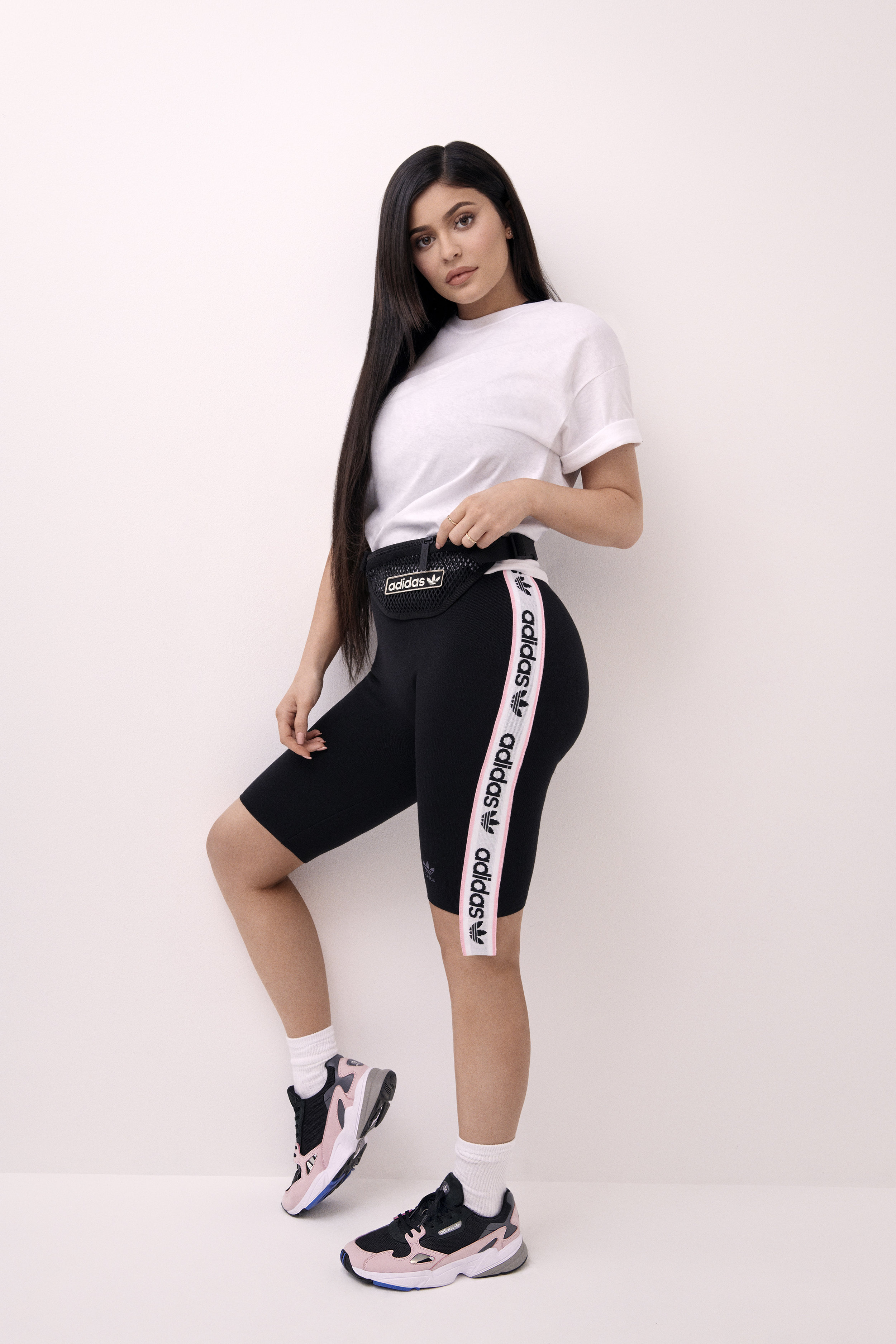 AdidasOriginal_FW18_Falcon_B28126_Look2_FullBody_0012_03.jpg