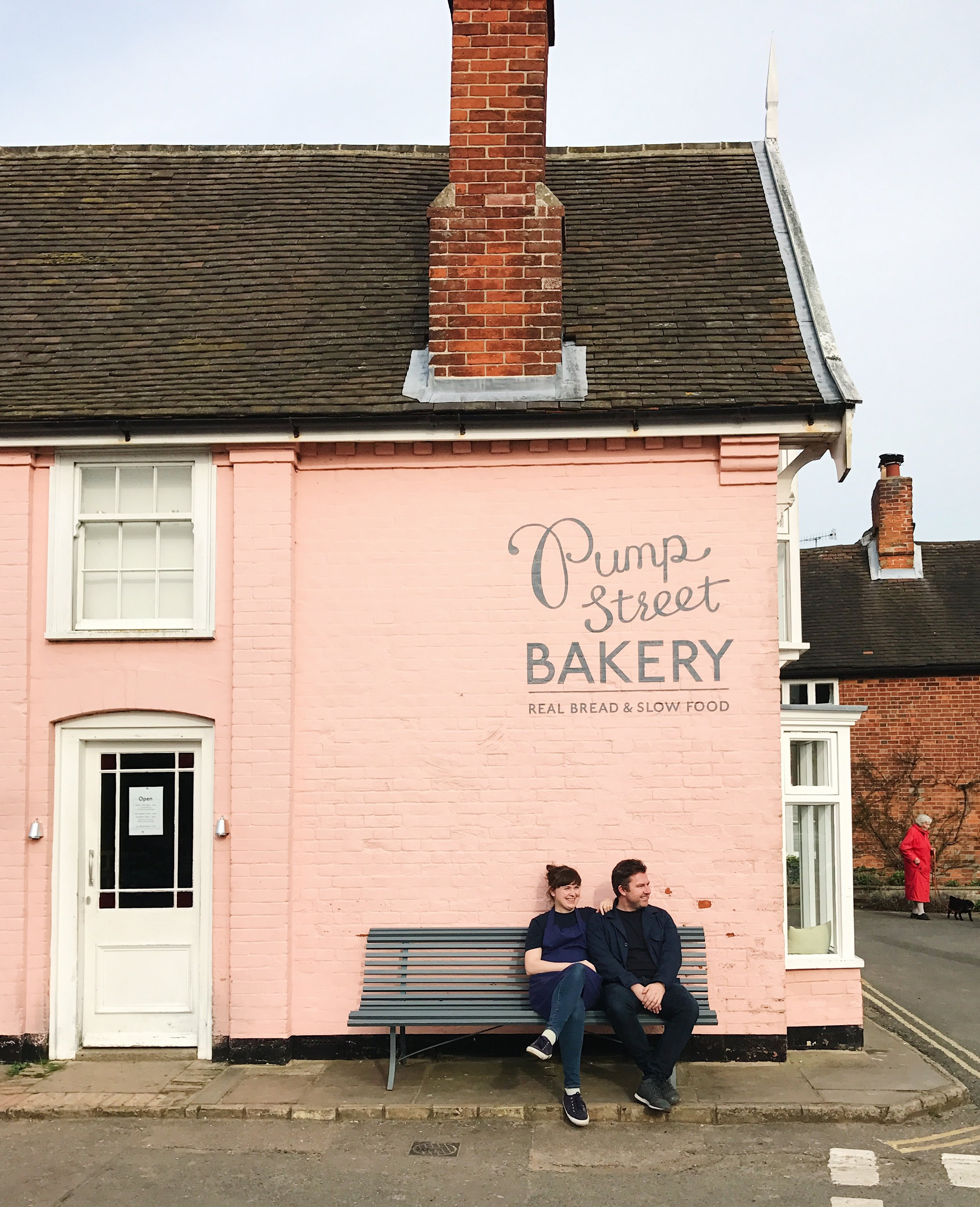 Joanna and Simon and that wonderful pink wall 💕