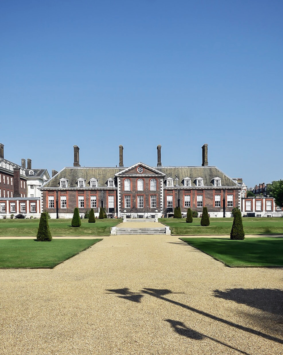 "Royal Chelsea Hospital, built in 1682 and home to around 300 British Army veterans (""Chelsea Pensioners"")"