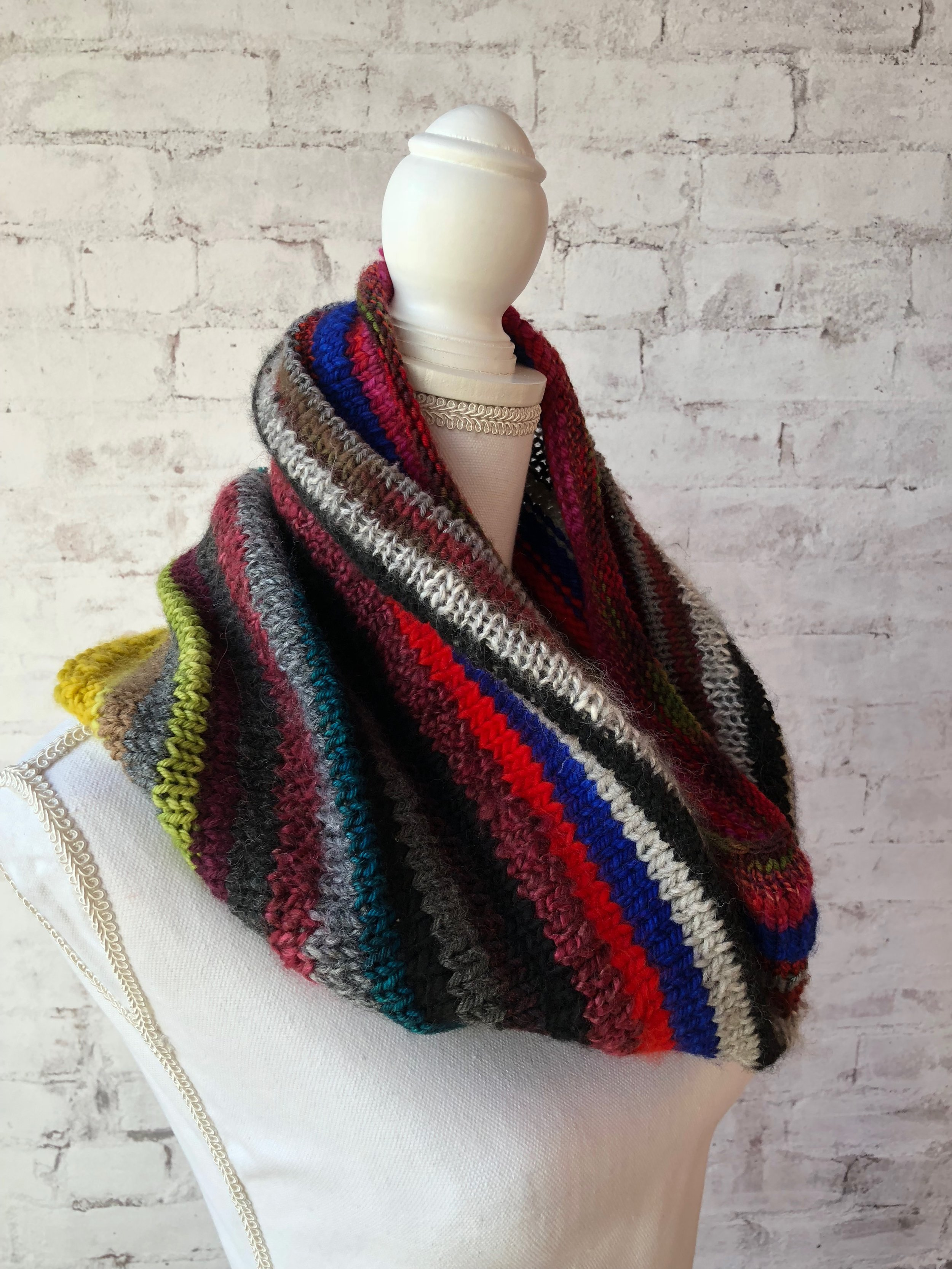 <strong>Time-Traveling Cowl Pattern</strong><br>.<br>.
