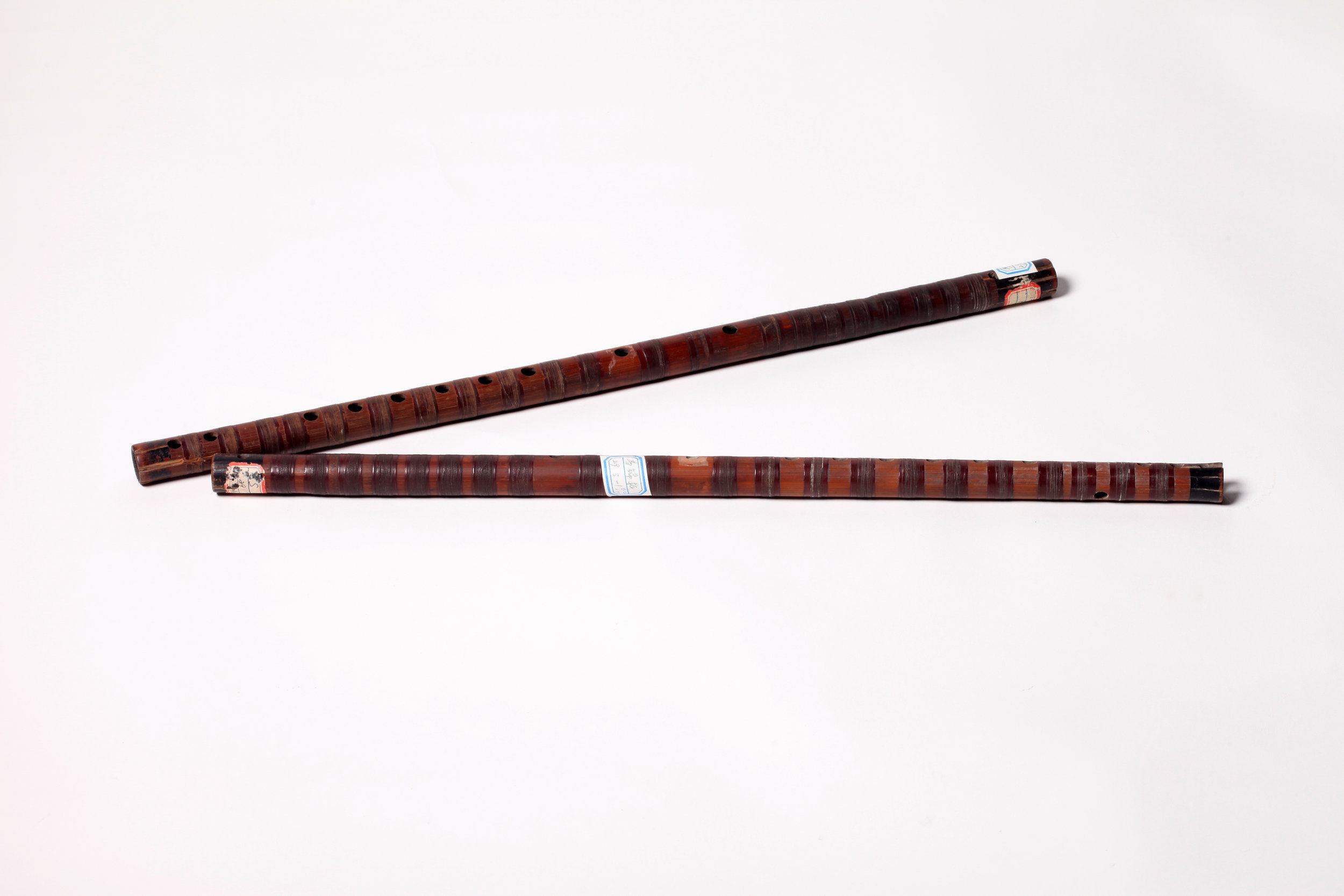 Qudi   (Sudifor)  serves as the lead instrument for accompanying in  kunqu  opera, which can be subdivided into female flute ( cidi ) and male flute ( xiongdi ). The female flute is usually played with  xiaogongdiao  (a pitch collection with its  gong —fundamental—tone corresponding to the tone produced by the  xiaogong  fingering on the  kunqu  flute for  sheng  (the main male roles) and  dan  (female roles). The male flute is a bit thicker, a half-tone lower than the range of the female one, and is played for  jing  (the painted face male roles) and  mo  (mid-and old-aged male roles). Both flutes combined can realize modulation by rolling the  gong  note .