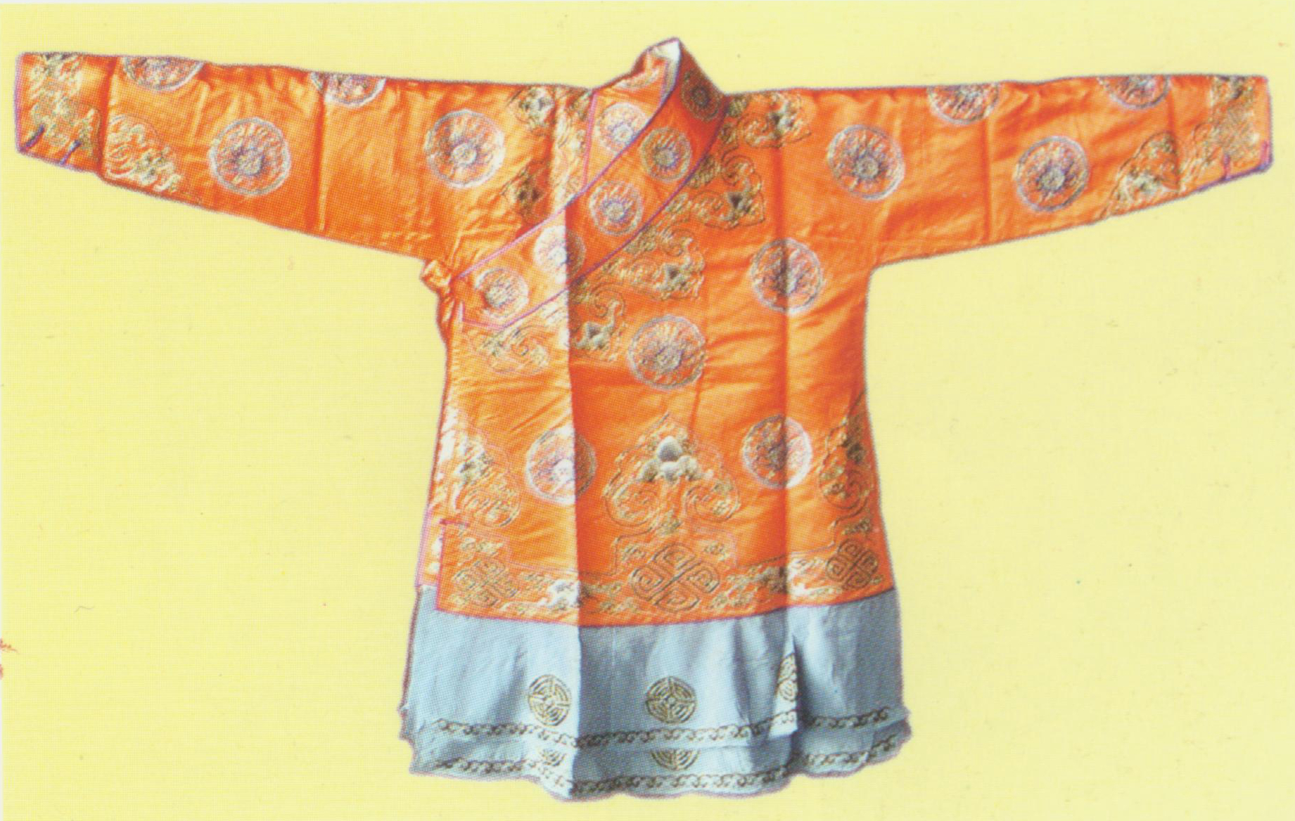 "Short Coat  Costume.  It is also known as ""fighting coat"", ""leopard coat"" and ""hero coat"" because it is worn by swordsmen, righteous men and people like Robin Hood. This Chinese-style coat has a big collar and tight sleeves. A two-layer pleated silk narrow cloth is sewn onto the coat's bottom."