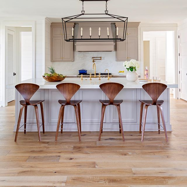 We ♥️ our designers! We thank them along with our contractors & homeowners who visit our unique showroom when selecting their floor. Shem Creek waterfront home featured here 🙌  Allison Ellebash Interiors @allisonelebashinteriors Marsh Contracting @marshcontractingsc  #engineeredflooring #interiordesignershowroom #charlestoninteriors #charlestoninteriordesigner #waterfronthomes #shemcreek  Come visit our unique showroom: Elliott Brothers 1717 Hwy. 17 North Mt. Pleasant EBWoodWorks.com
