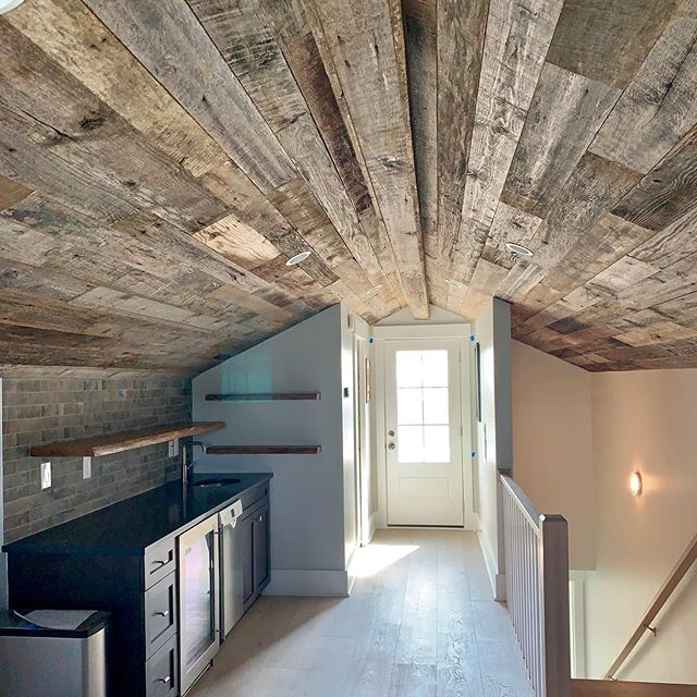 Check out this cool design & wood, of course! Reclaimed barn wood accents with live edge oak floating shelves.  EBWoodWorks.com  @jlv_creative @copegrand_homes  #reclaimedwood #reclaimedbarnwood #liveedgeslabs #liveedgeshelves #floatingshelves #barnwoodceiling