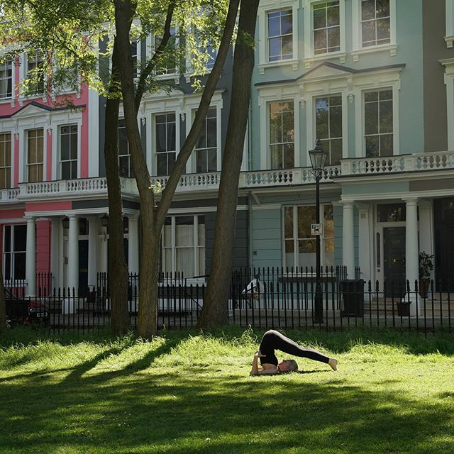 Join me for an afternoon of free, al-fresco yoga at the Chalcot Square Fair on Saturday 8th June. Jade yoga mats provided and a complimentary Primrose Hill Yoga tote bag for taking part 🌳#primrosehillyoga #jadeyoga #chalcotsquarefair #onthehill #ploughpose #halasana #primrosehillcommunitycentre