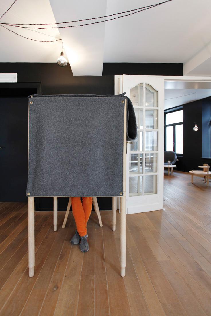 """Bureau """"Fantôme"""" créé en collaboration avec Réservoir A   Photographie: Marie-Noëlle Dailly"""