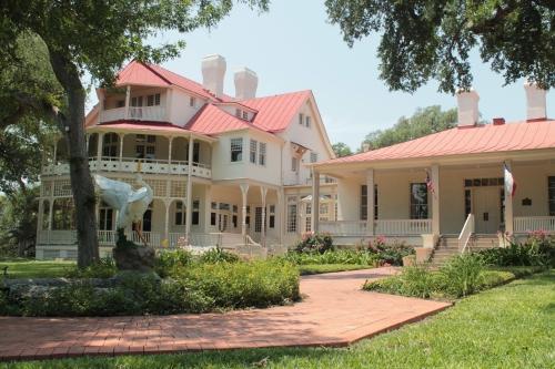 The Brackenridge Villa