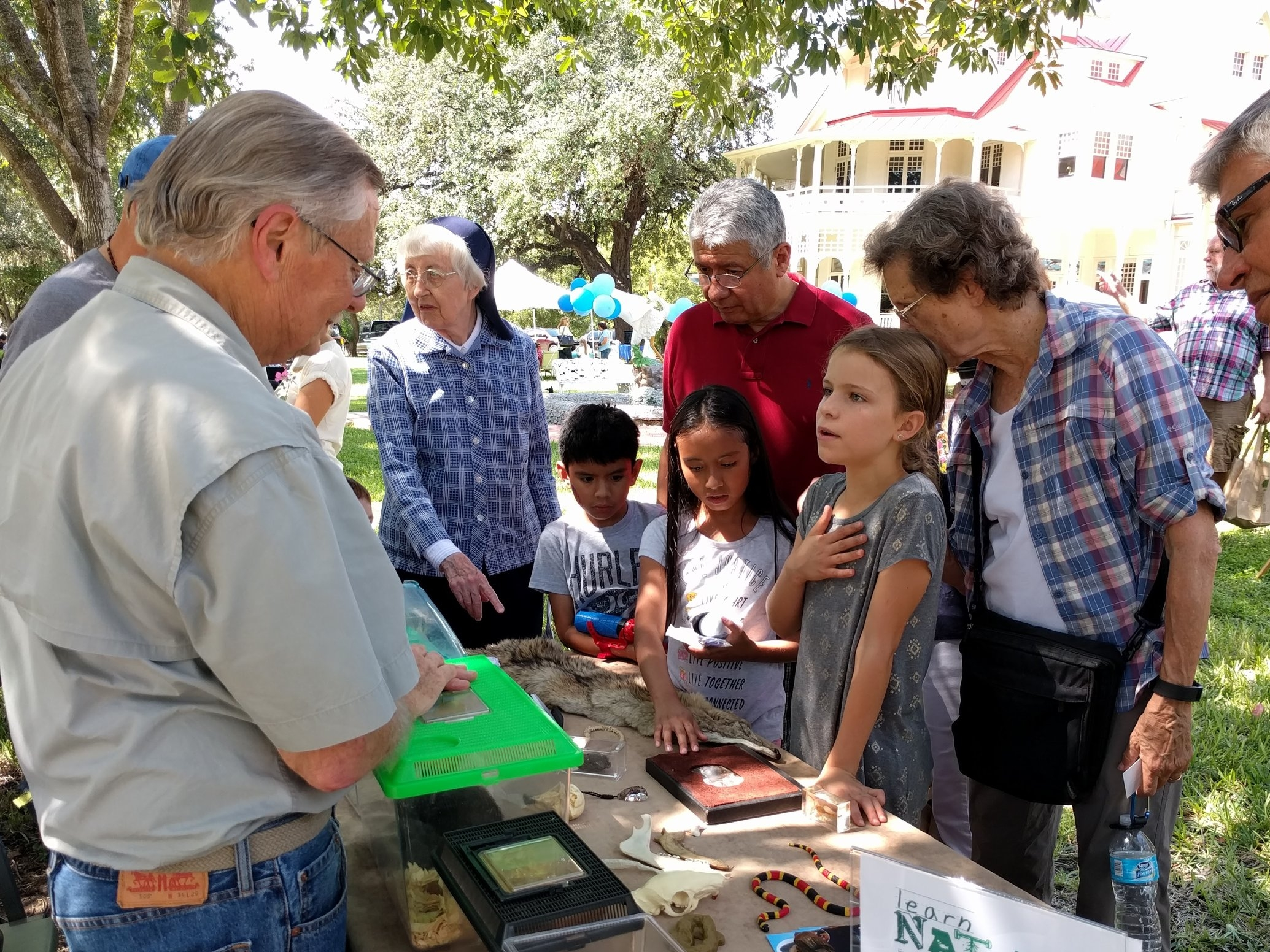 Native Wildlife and Habitat Celebration - Held in October, this family-oriented, gathering on the grounds of the historic Brackenridge Villa provided information about bees, bats, birds, snakes, native plants, invasive plants, rain gardens, and the importance of milkweed.