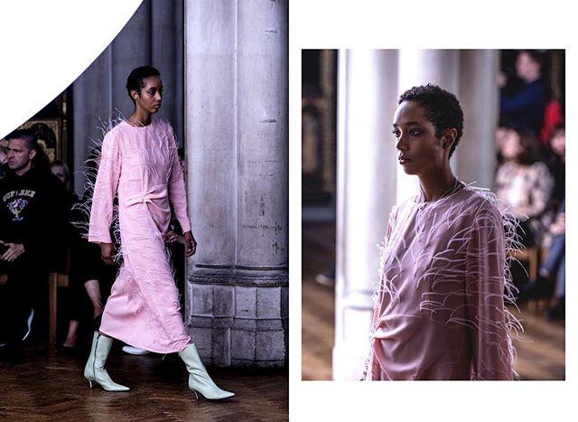 @sharonwauchob LONDON FASHION WEEK SS18  #lfw #londonfashionweek #ss18 #springsummer #readytowear #womenswear #menswear #fashion #style #antonioberardi #fashioncollection #stripes #dress #fashionphotography #styling #vogue #180strand #london #catwalk #white #canon #model