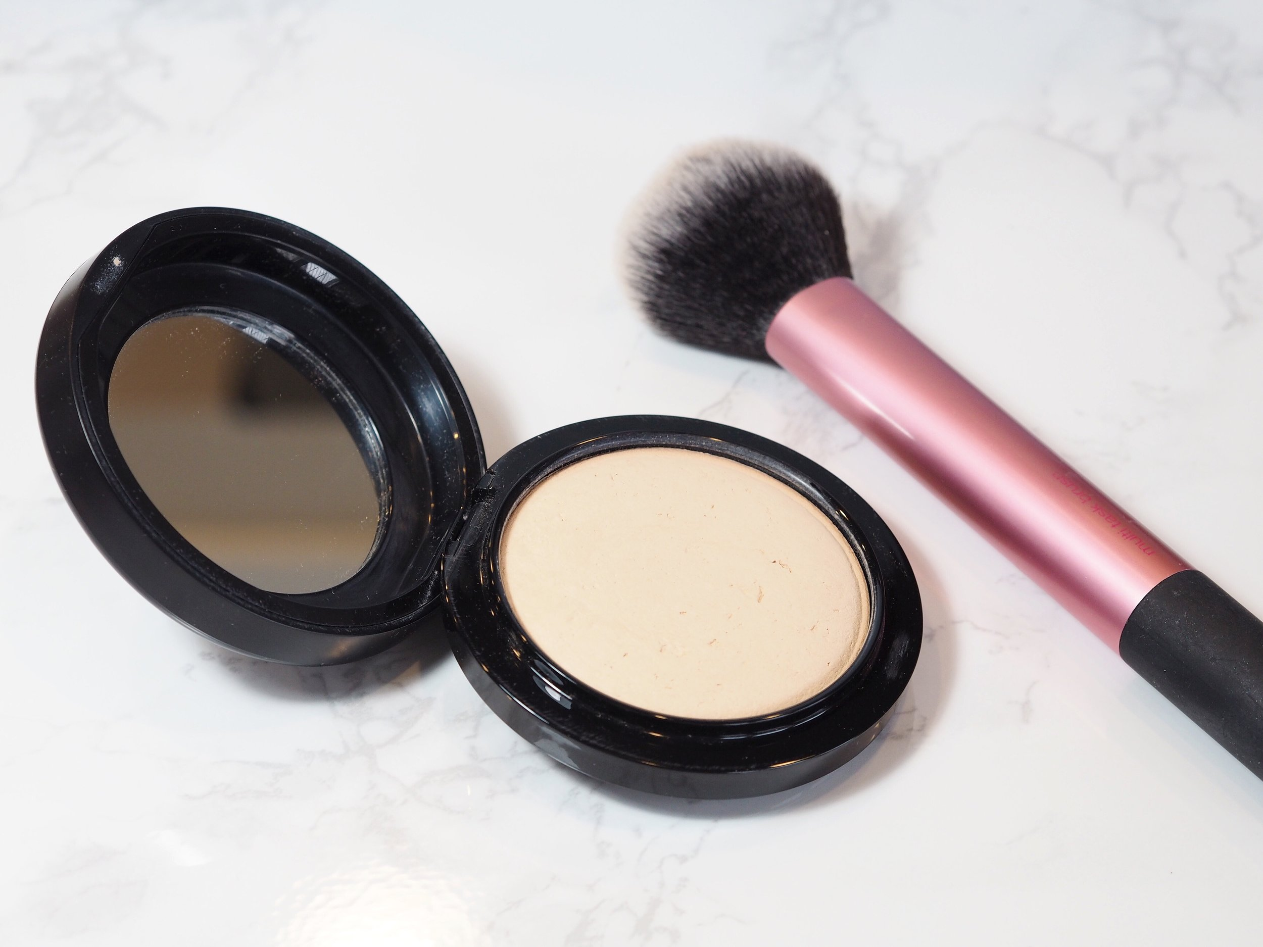 bloomingflourishes_top10_makeupessentials_mac_mineralizeskinfinish_powder