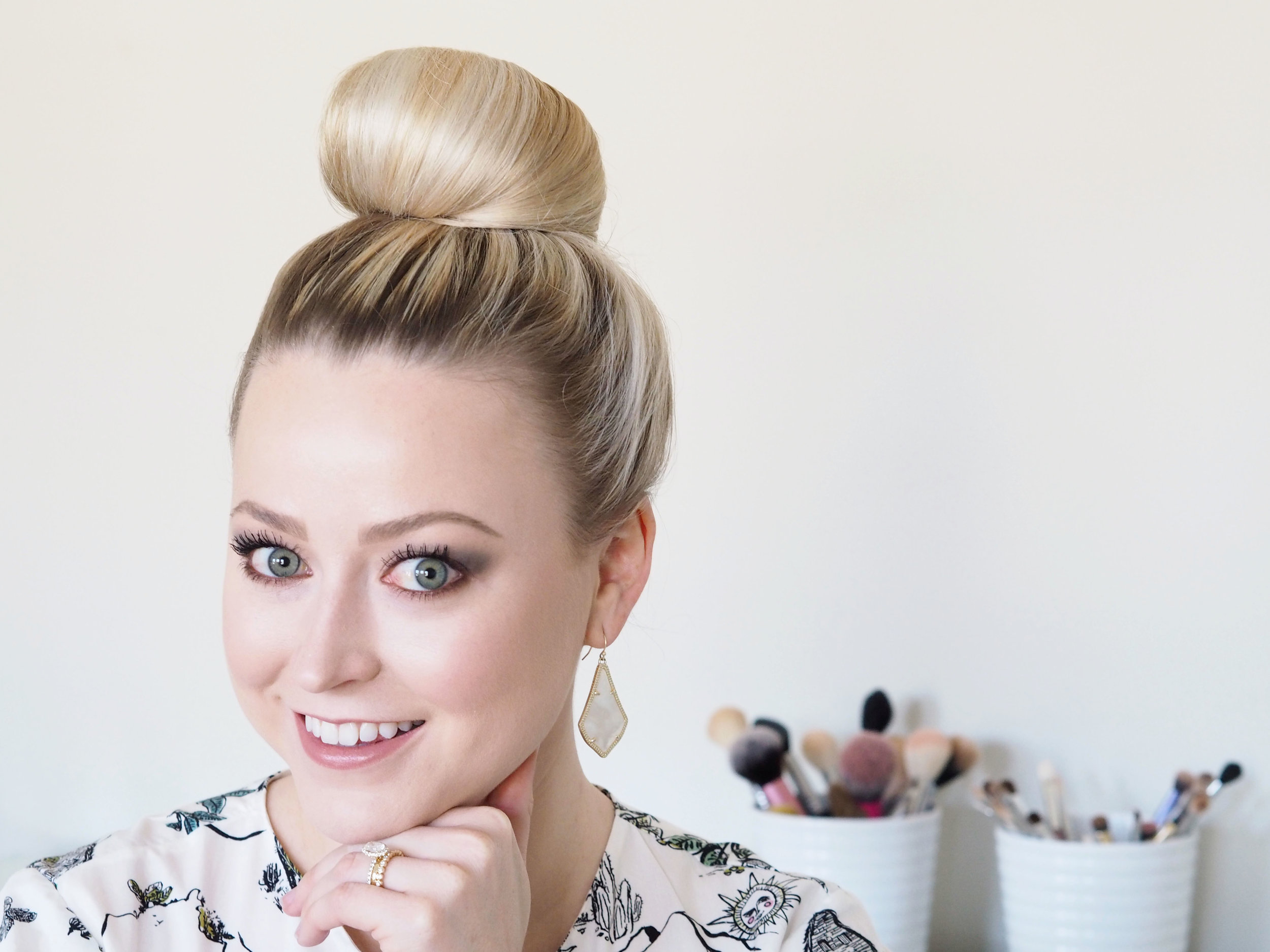 bloomingflourishes_hairtutorial_topknot.jpg