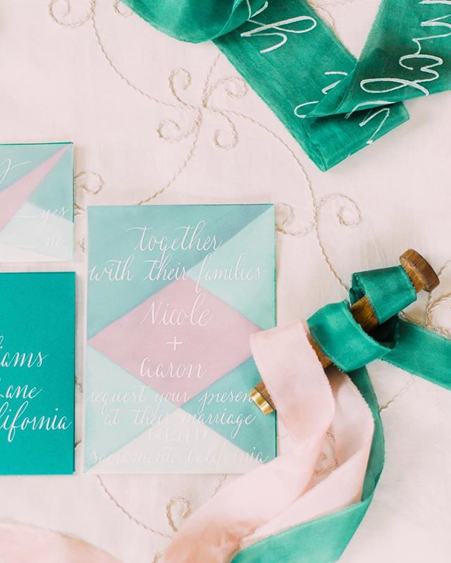 There's something about the juxtaposition between the delicate vellum & the bold geometric watercolor backdrop that makes this invite suite a favorite of mine 💕 _______________________________________ Photography: @ivoryblushphotography Design: @joyeuxevents  Host: @maebatistaphotography  Venue: @monteverdeinnevents  Calligraphy: @bloomingflourishes