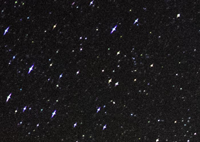 Παράδειγμα αστιγματισμού στα άστρα στην άκρη του πεδίου μας. Image by  Ian Norman.