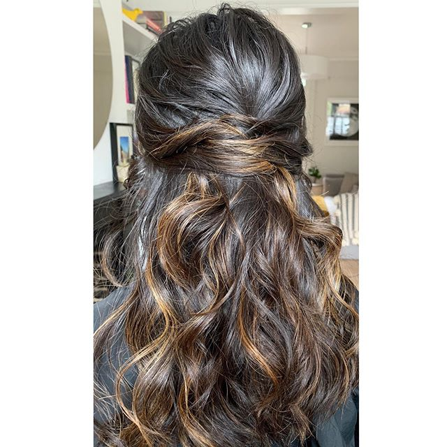 Half up, half down please.  #waves #halfup #weddinginspo #bridalhair #bridesmaidhair #londonwedding #texturedhair #hairinspo #ghdpro #ghdhair #saltspray #fudgesaltspray #londonbride #londonengagement