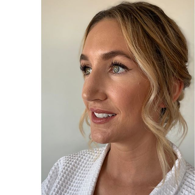 Never going to look back and not like your makeup when it's simply the best version of you... Hair by @victoria_ralphhair  #bridegoals #bridalmakeup #naturalmakeup #naturalbride #beauty #glowingskin #weddinginspo #wingedliner #pillowtalk #velvetteddy #londonwedding #londonbride #charlottetilburypillowtalk #charlottetilburyaudrey #charlottetilbury #townhallhotel