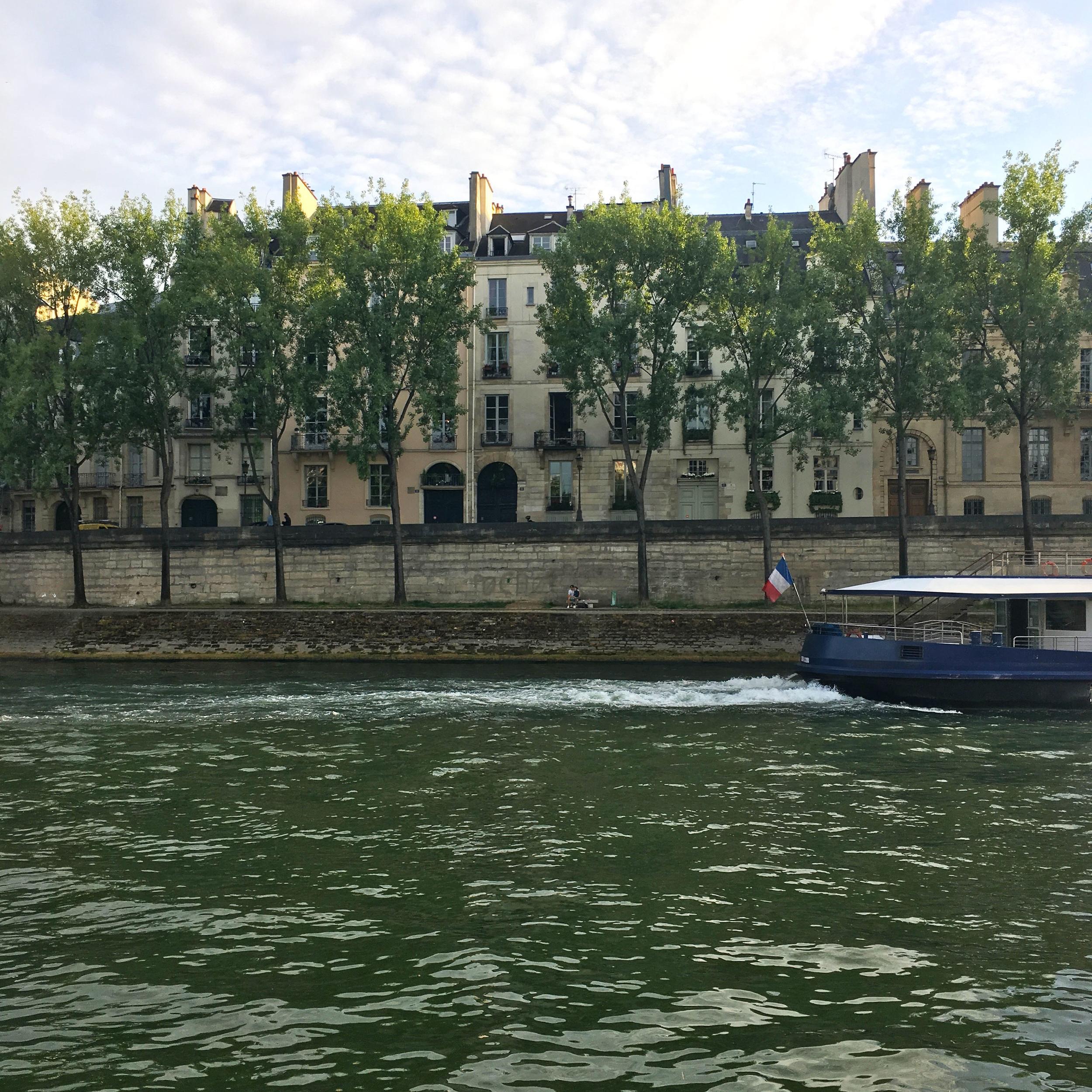 The river Seine wraps around Île Saint-Louis.