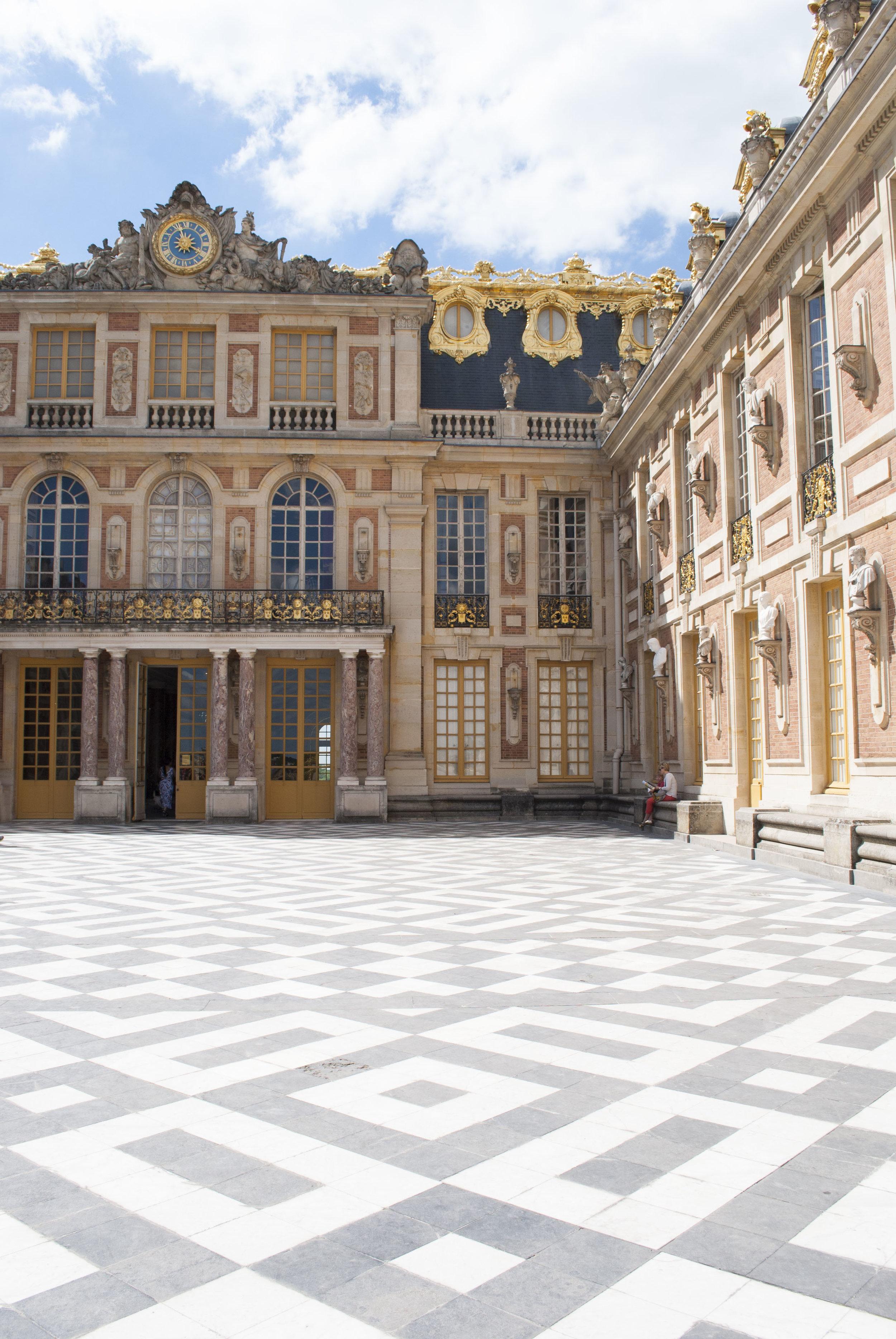 The entrance to Château de Versailles.