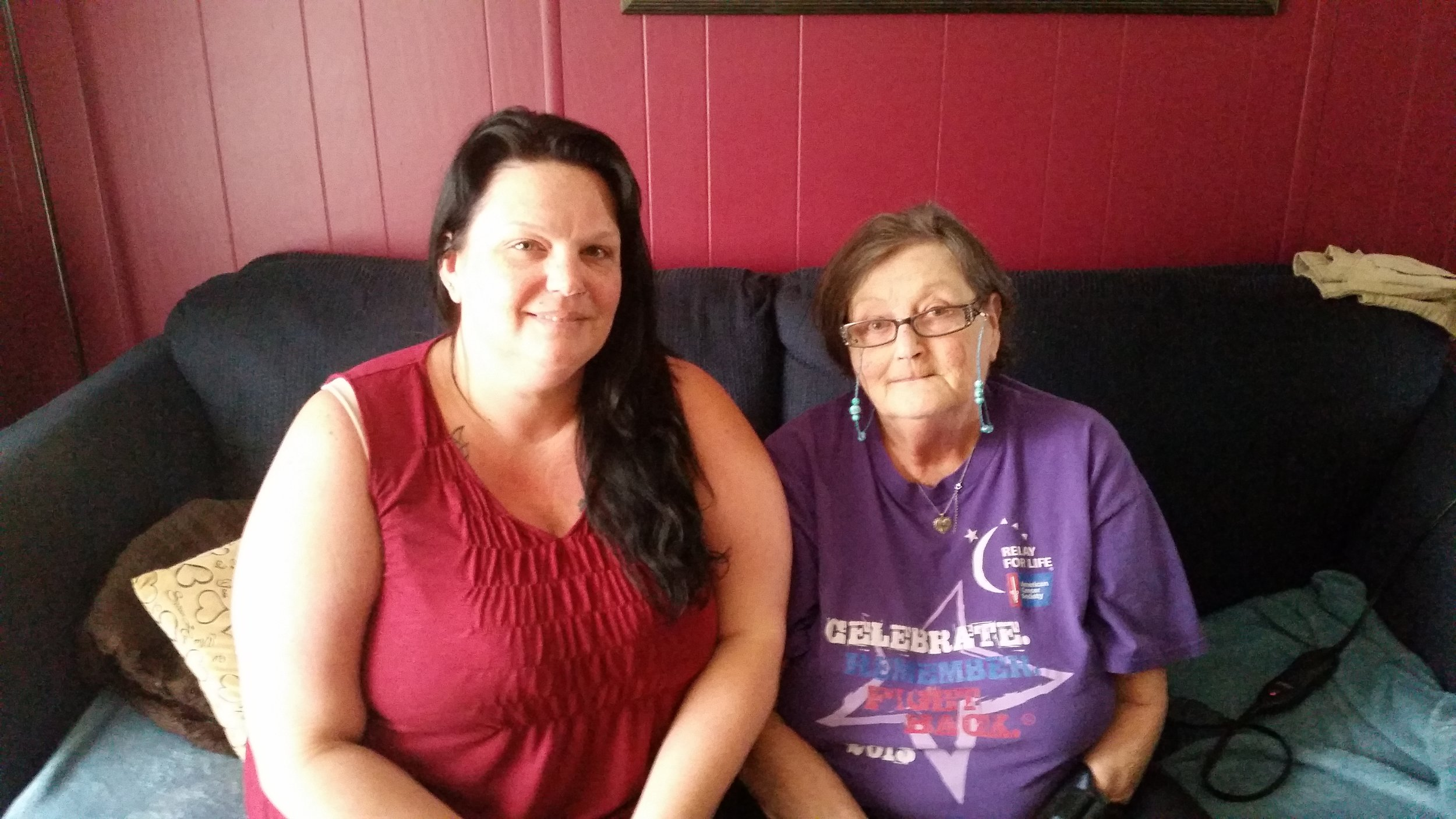 This caregiver takes care of her mother and uses Vela on her phone.