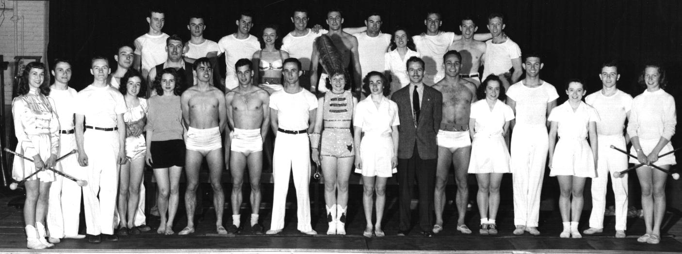 Troupe-1946.jpg