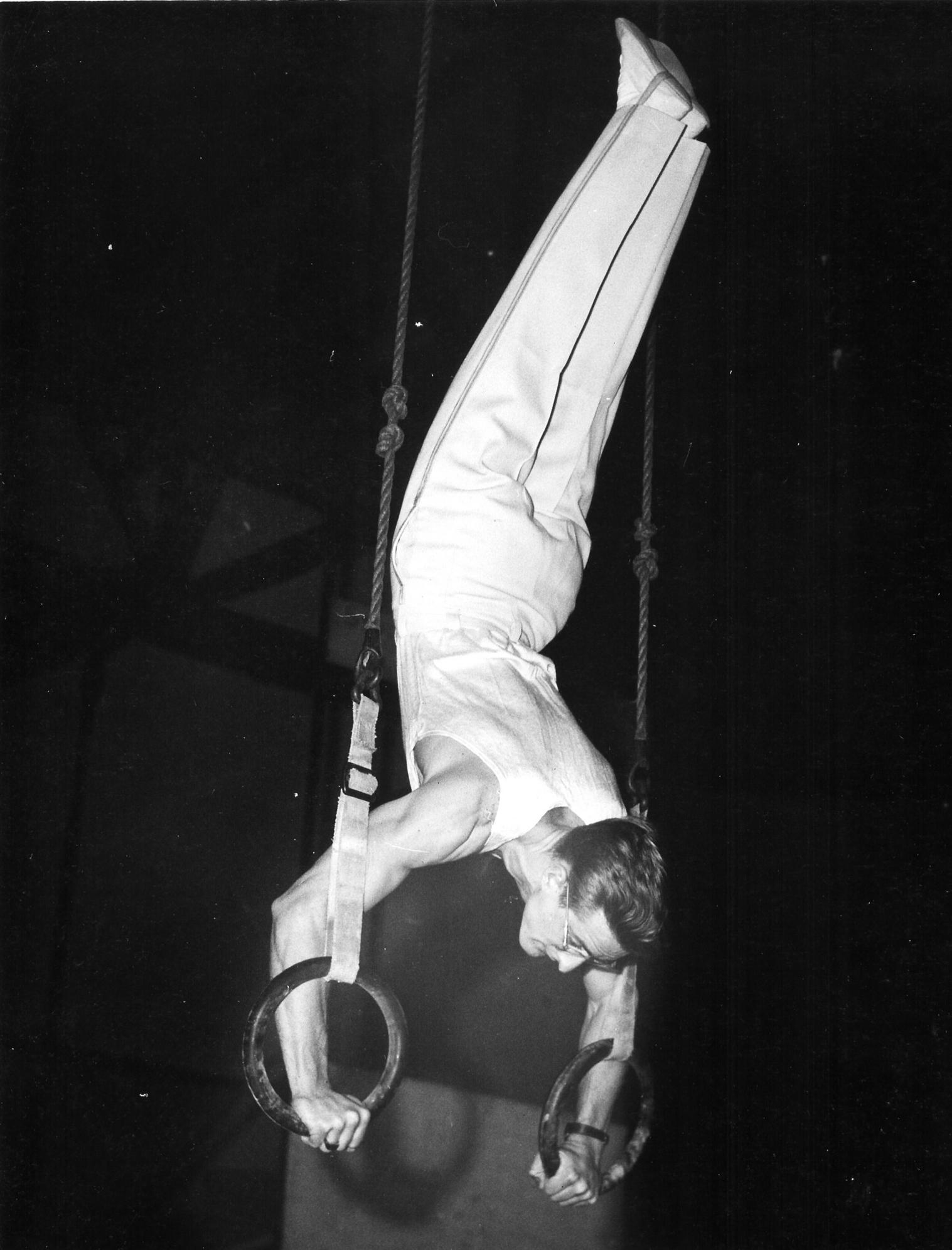 Al Kuckhoff on rings (1951)