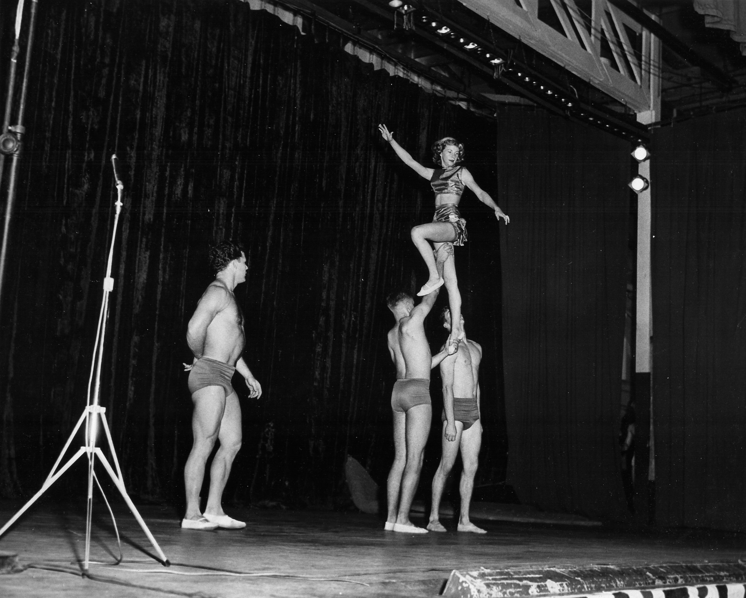 1953 Carolyn Cheek held high by Paul Simmers and George Terrell as Chet Spittle prepares for catch