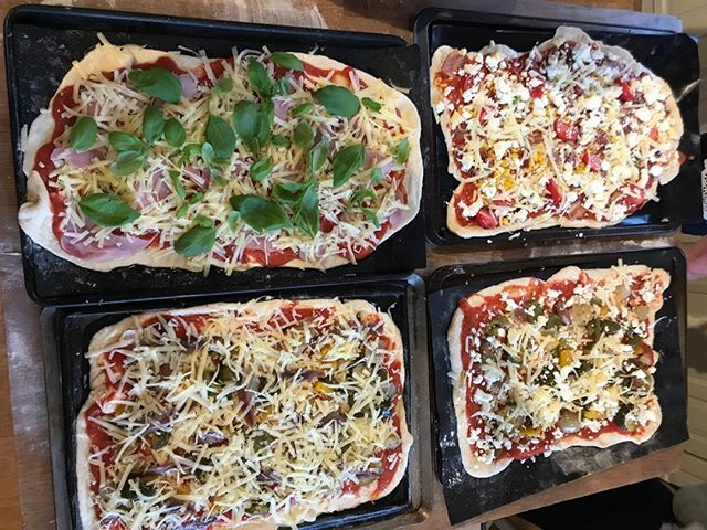 Supper with friends cooked by the professional......teachers #pizzanight #ruralbliss #bedandbreakfast #Suffolk #friends