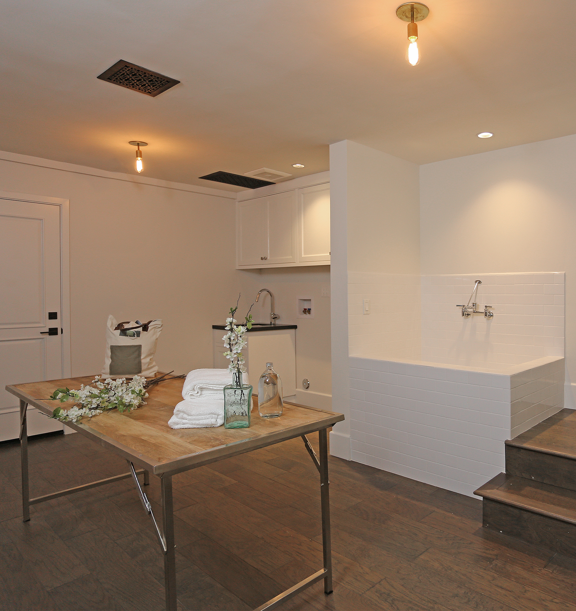 ANR Signature Collection mansion includes a dog bath!