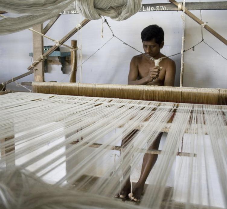 © Upasana. 'Paruthi' organic cotton weaver.