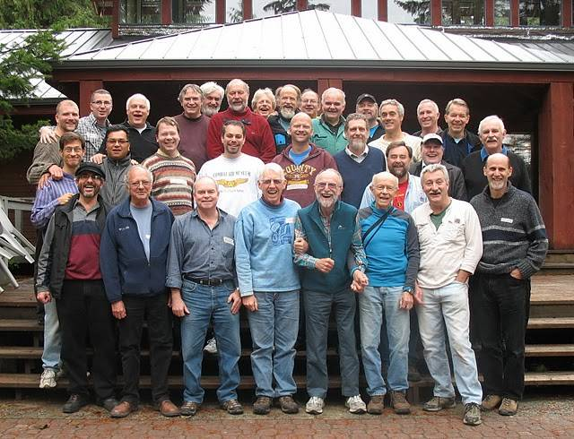 mens_retreat_2009_group.jpg