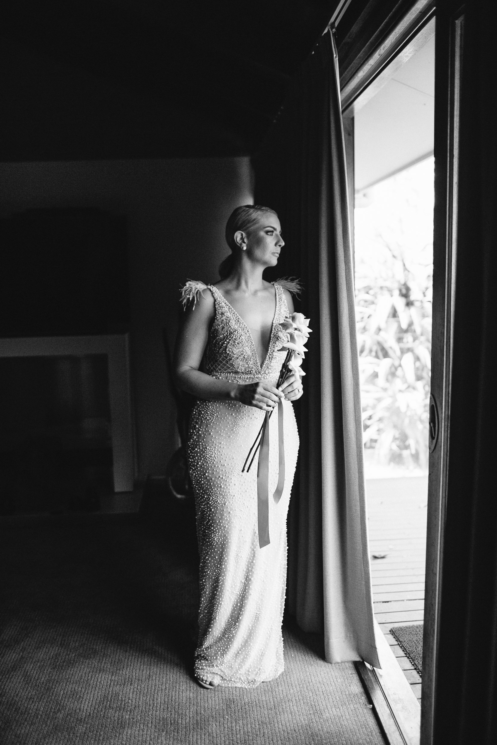 Sam | Beautiful timeless bride simple bouquet