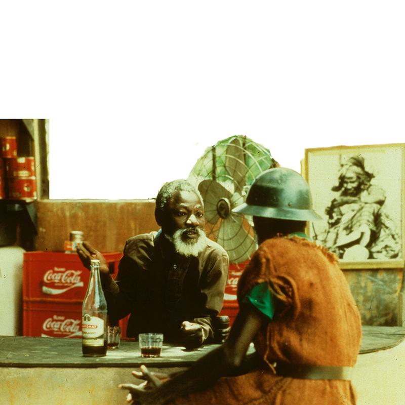Hyènes - Trente ans après en avoir été bannie de Colobane, Linguère Ramatou revient milliardaire dans son village. Elle offre la fortune à celui qui aura la peau de l'instigateur de son exil.Ce conte cruel sur la corruption et la lâcheté, réflexion sur le pouvoir de l'argent et métaphore de l'Afrique dépendante de l'aide occidentale, est la revanche d'une femme blessée qui règle ses comptes et celle de l'Afrique spoliée qui dictera un jour ses conditions.