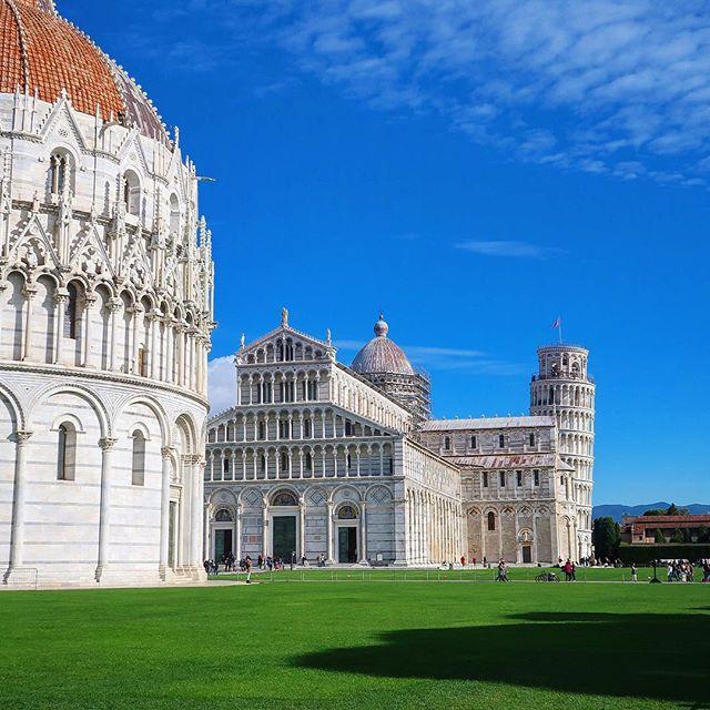 #tbt to Leaning Tower of Pisa! Absolutely amazing structure, and really beautiful other buildings next to it! . . . . . . . . . . . #italy #italyexplorer #igtravel #photooftheday #travelgram #travel #traveller #traveling #travelphotography #natgeotravel #worldtrip #traveltheworld #travelblogger #worldblog #instatravel #exploreeverything #discoverglobe #beautifuldestin #leaningtowerofpisa #bluesky #throwbackthursday #tbt