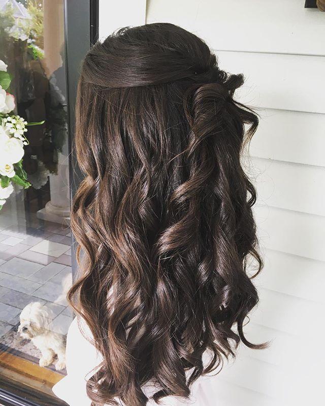 Great time of year to wear your hair down😊#bridesmaids #bridalhair #bridal #brides #gorgoeus #beautifulgirl #beautifulhair #updo #halfuphalfdown #weddingfun #weddinghair #weddingseason #lovewhatido