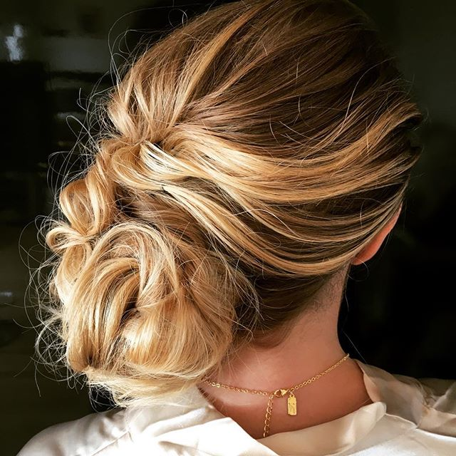 This bridesmaid has beautiful hair and color ! Her sister is an amazing color artist in the city @colorme_sammy #haircolor #blonds #brides #bridesmaids #weddinghair #weddingfun #bridal #weddingdress #upstyles #loosewave #orbe #creativestyle #fun#lovewhatido #sharing #softstyle
