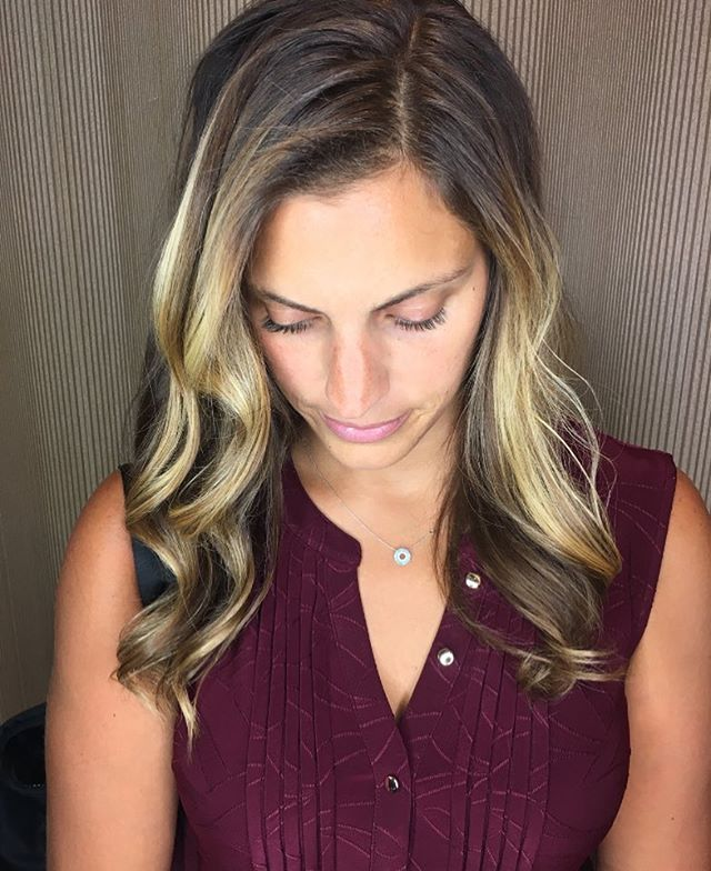 blended ombré done on this beauty 😉#ombre#prettyhaircolor #prettyhair #blondeshavemorefun #blondebalayage #silklift#goldwell#haircolor#blondes#balayage#balayagehighlights #balayageombre #darkintolight #havingfun #lovewhatido