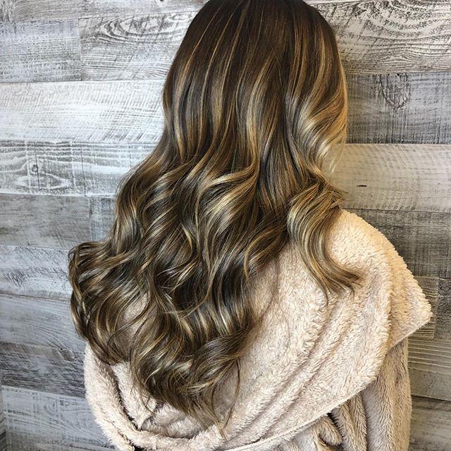 HIGH SHINE BRONDE COLOR ✨✨✨beautifully created by @highvibehair #balayage #blondes #warmblonde #brondebalayage #bronde #highshine #handpainted #bestofbalayage