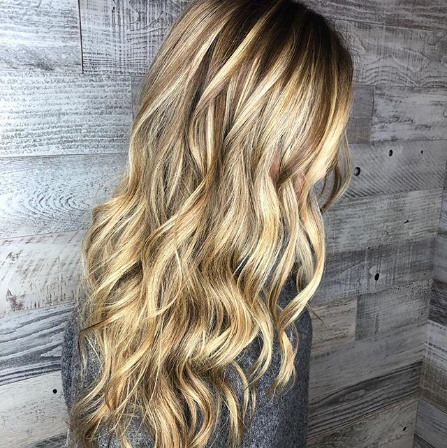 Perfect blend created by @hair_by_michele Calligraphy cut by by @stylejfine #calligraphycut#winterhair #balayage #shinyhair #blend #balayagehighlights #hairmelt #bouncywaves