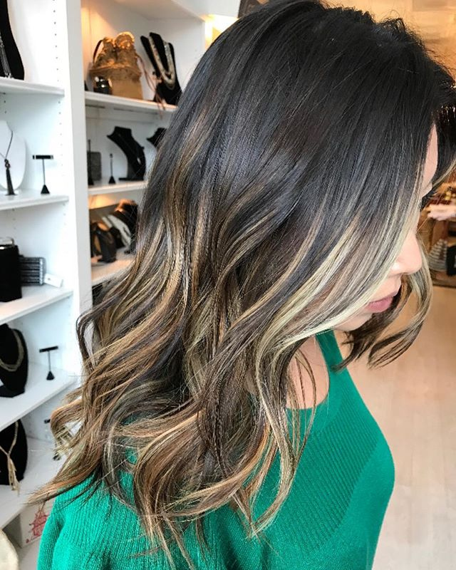 Absolutely Gorgeous blend ✨✨✨created by @lauren.rebecca.hair #cooltones #balayage #winterhair #haircolor #hairpainting