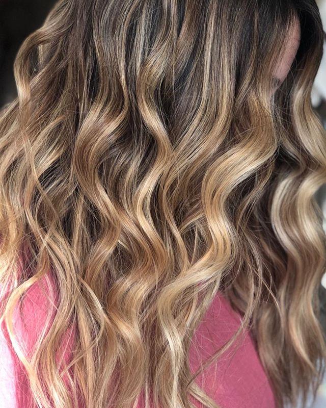 Beautiful hair melt created by @hairbykimthompson Haircut and style created by @stylejfine ✨✨✨#balayage #winterhair #blondebalayage #calligraphycut #ombrehair #soontobebride #teamworkmakesthedreamwork