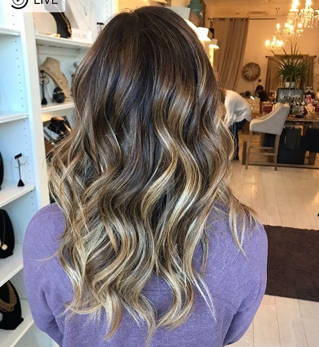 Perfect blend with dimension created by @lauren.rebecca.hair ✨✨✨ #balayage #hairpainting #goldwellapprovedus #kmsapprovedus #moprofessional #summerhair #bellmorehair #handpaintedhair  #longislandsalon #longislandhairstylist #longislandcolorist #modernsalon #americansalon #whodoesyourhair #wdyhsalon #beautylaunchpad #behindthechair #balayageartists #hairgoals#hairinspo #shearcraft#saloncentric #maneinterest#btcpics #oligopro#lovewhatwedo #touchoflight  #beyondtheponytail #lovewhatwedo