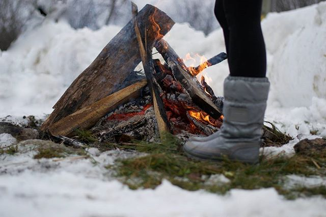 It might be winter but a camp fire is all year long. #cottaging #canadianliving #winterfun #winterootd #snow #campfire
